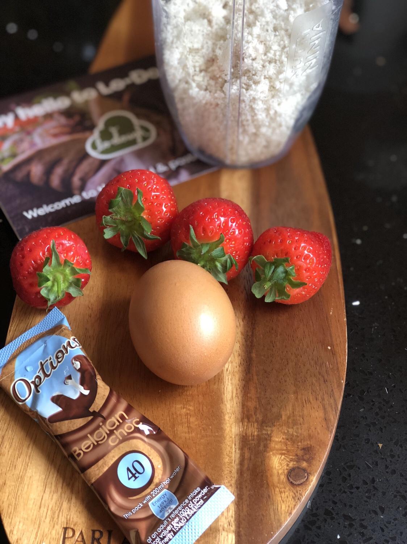 Ingredients_for_summer_strawberry_mug_cake