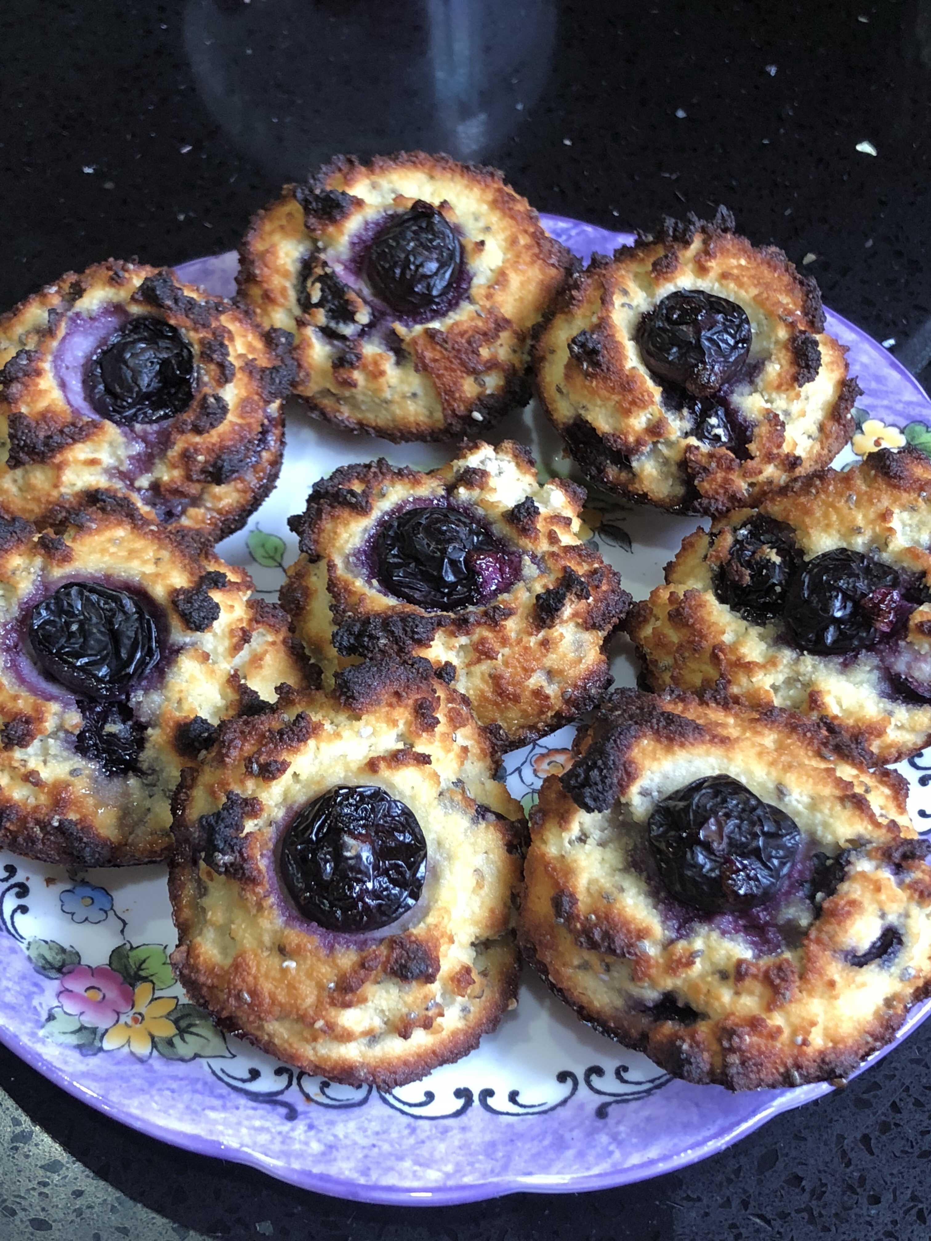 Very_low_calorie_blueberry_and_chia_muffin